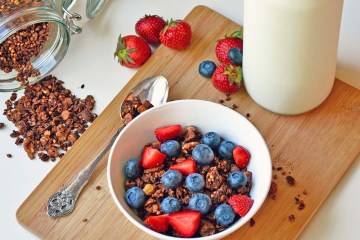 Crunchy chocolate buckwheat granola