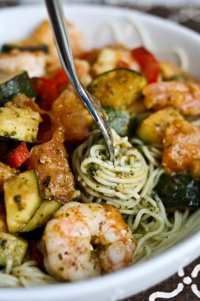 一皿で満足♡お肉or魚介+野菜をまとめて摂れる、賢いパスタレシピ3選