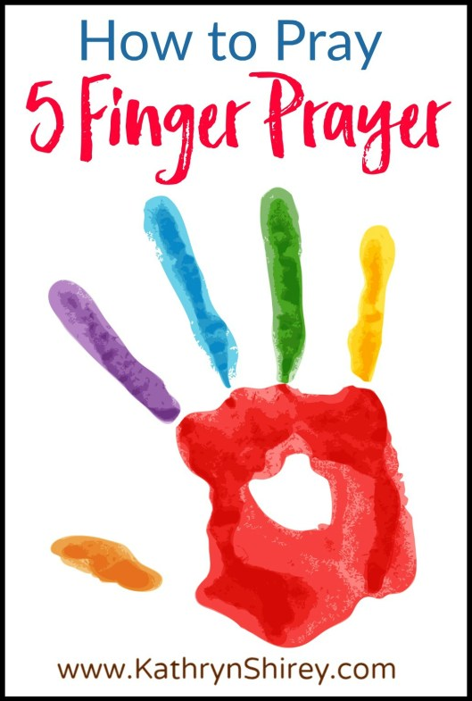 Use the 5 Finger Prayer to visually recall your prayer list. Great way to teach kids how to pray, but also good for adults! (+ free printable prayer cards) #Prayer #HowToPray