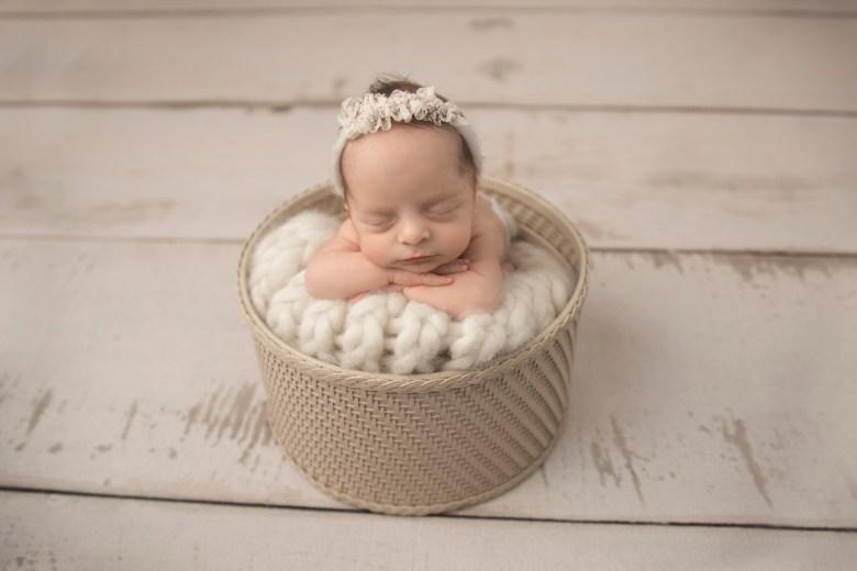 Best Newborn Photographer Milwaukee
