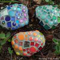 Mosaic Garden Rocks: How To Make Garden Mosaics