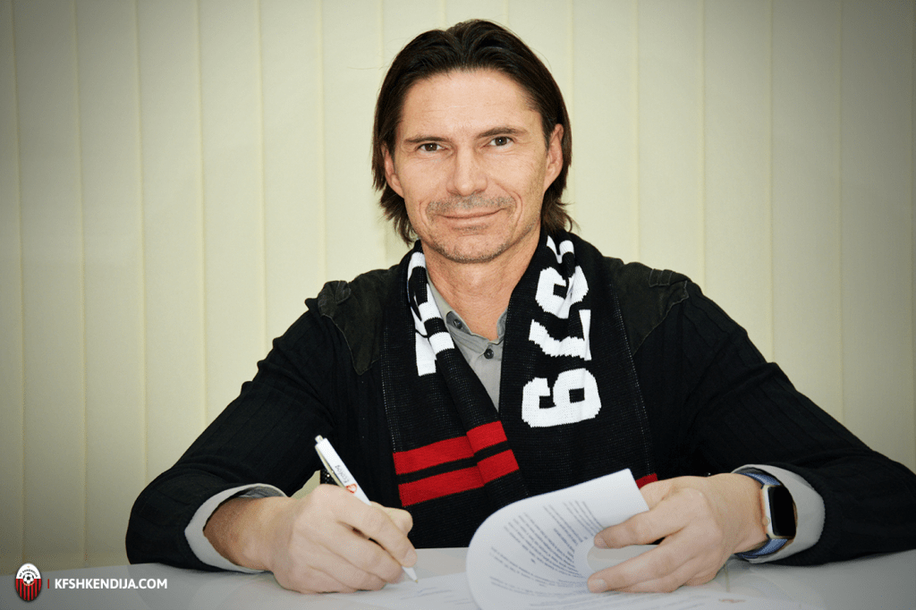 Thomas Brdarić signing his contract, photo: Shkendija