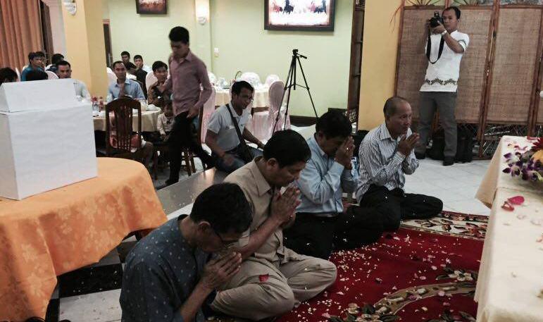 Khmer-Buddhist-Students-12272559b