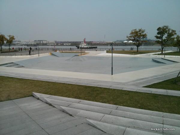 滨江滑板公园