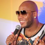 Flo Rida talking with the cast