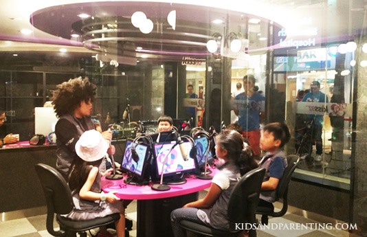 kidzania-radio-room