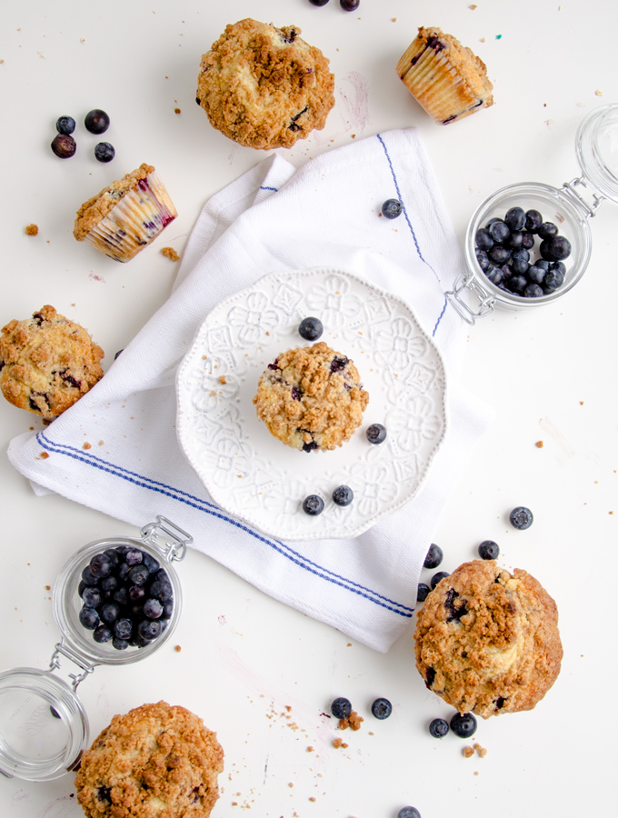 blueberry_muffins_with_brown_sugar_streusel_1