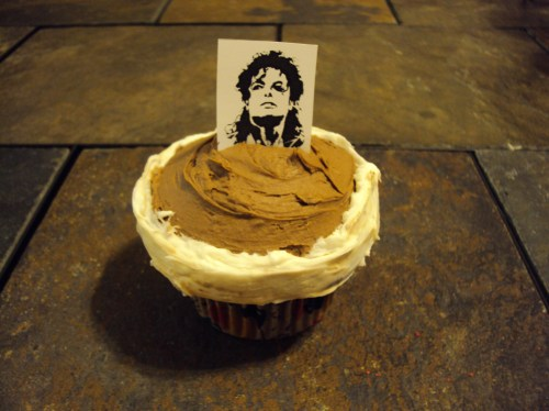 michael jackson chocolate and white frosted cupcake