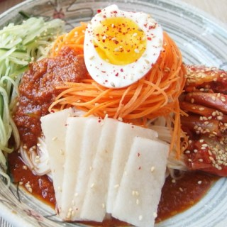 Bibim Naengmyeon is a Korean cold noodle dish that is perfectly refreshing, spicy and savory!