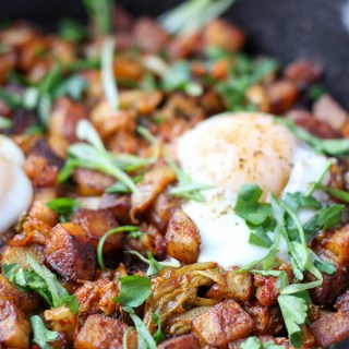 Yup, that's right. Kimchi for brunch! Ok, not just kimchi—this Kimchi Potato Hash has golden crispy home fries, spicy kimchi, and tender fatty pork belly