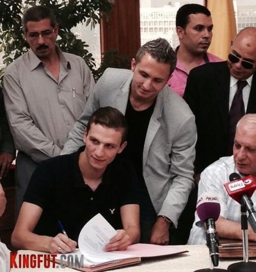 Mahmoud Ezzat signing