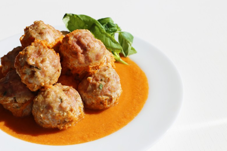 easy-turkey-meatballs-fresh-tomato-sauce-50a