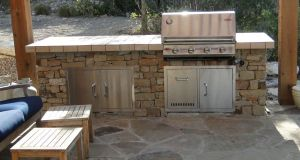 constructing an outdoor kitchen (4)