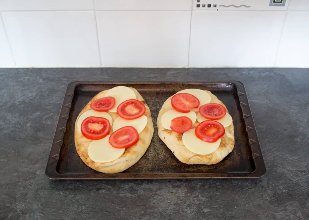 Naan Pizza | 15 min | Tomato | Mozzarella | Quick | Bread | Speedy