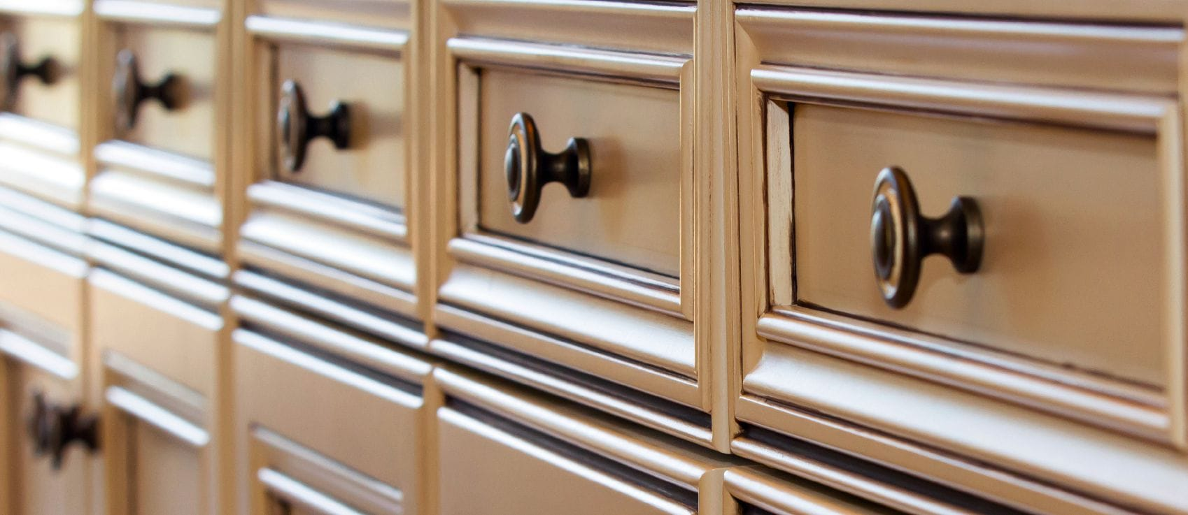 spotlight on cabinet knobs pulls and handles kitchen cabinet handles Row of kitchen cabinet drawer fronts