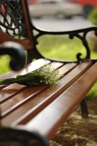 820696_waiting_bench