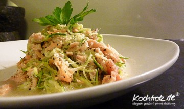 Zucchini-Spagetti mit Lachs