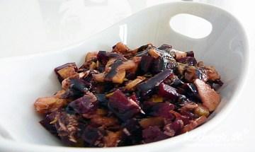 Rote Bete-Apfel-Meerrettich-Salat mit Kümmel