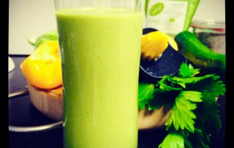 green-smoothie-salat-mango-superfoods-1-2