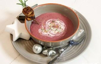weihnachtsmenue2014-vegan-vegetarisch-glutenfrei-vorspeise-rotkohlsuppe-mit-cranberries-polenta-spekulatius-spiesschen-1-5