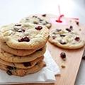 Cookies met witte ckjihhocolade en veenbessen-4