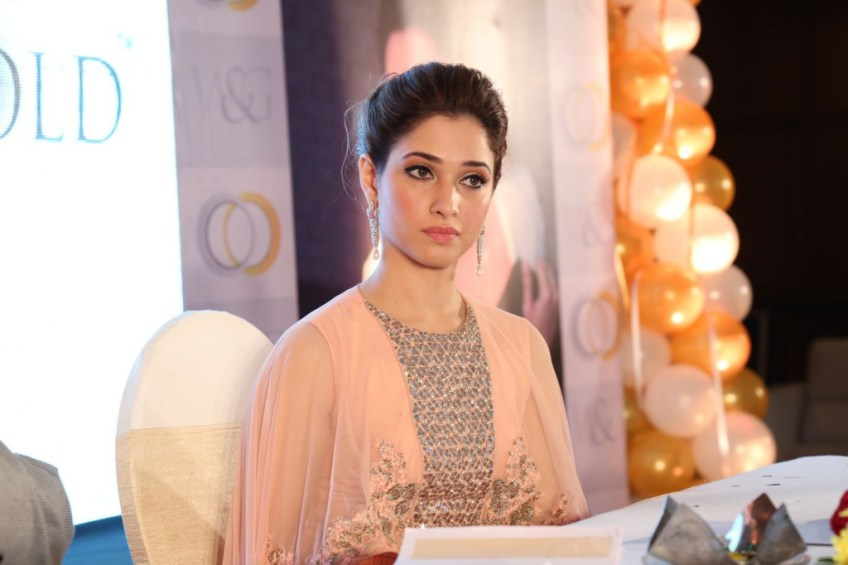 http://i1.wp.com/www.kollywoodtoday.net/wp-content/uploads/2015/03/tamannah-launches-white-and-gold-jewellery-venture-stills-20.jpg?fit=848%2C1024