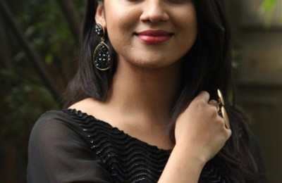 Actress Mia George Latest Photos (13)