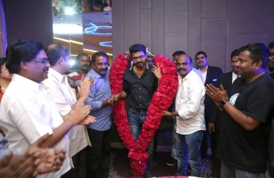 Ilayathalapathy Vijay Gifted Gold Chains to Bairavaa Team at Bairavaa Success celebration (3)