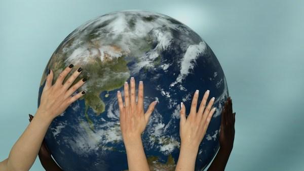 Hände - Weltkugel