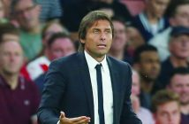 Chelsea's Italian head coach Antonio Conte gestures on the touchline during the English Premier League football match between Arsenal and Chelsea at The Emirates stadium in London, on September 24, 2016. / AFP PHOTO / IKIMAGES / Ian Kington / RESTRICTED TO EDITORIAL USE. No use with unauthorized audio, video, data, fixture lists, club/league logos or 'live' services. Online in-match use limited to 45 images, no video emulation. No use in betting, games or single club/league/player publications.