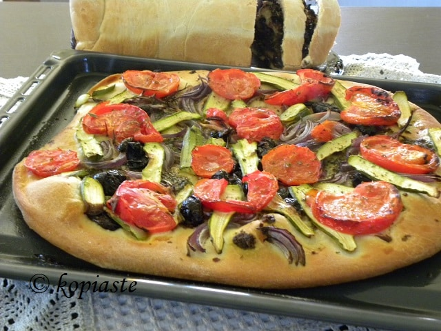 Vegan pizza with eliopita