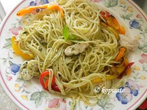 spaghetti with pesto and chicken small