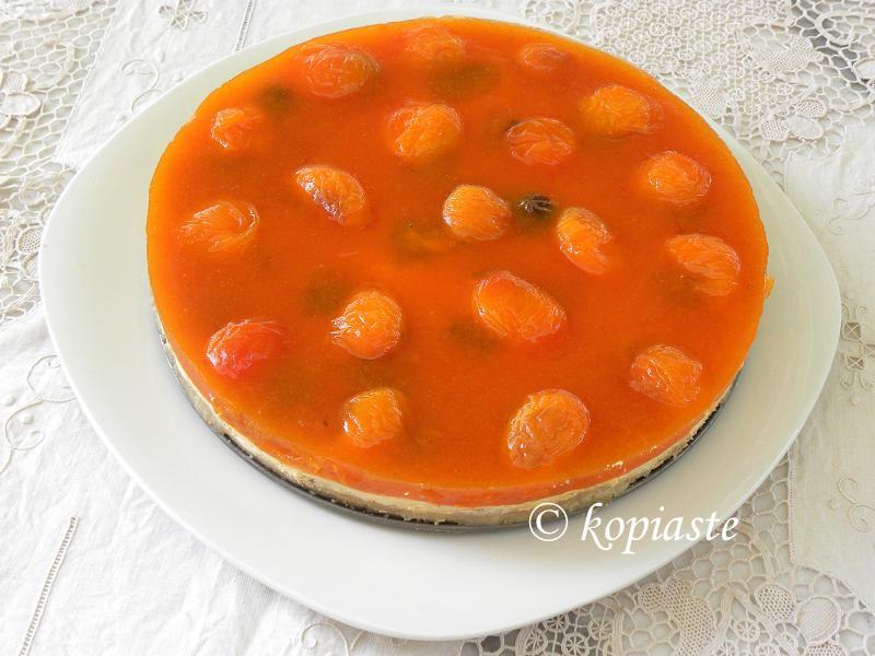 Apricot cheesecake round