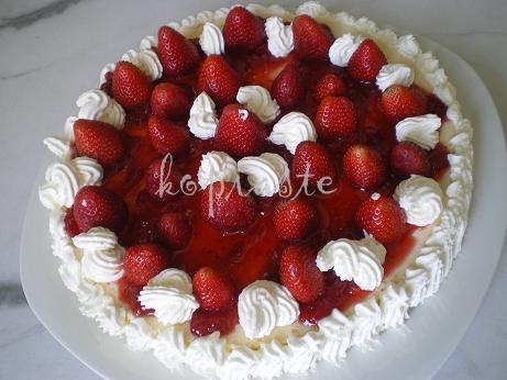 1 strawberry-and-greek-yoghurt-cheesecake1
