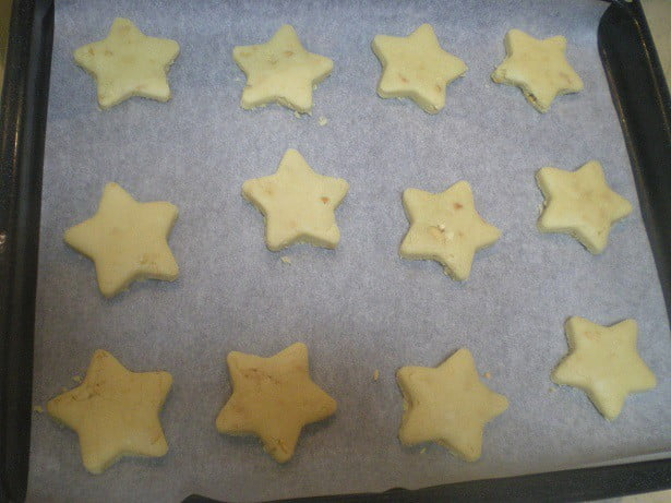 star shaped kourabiedes