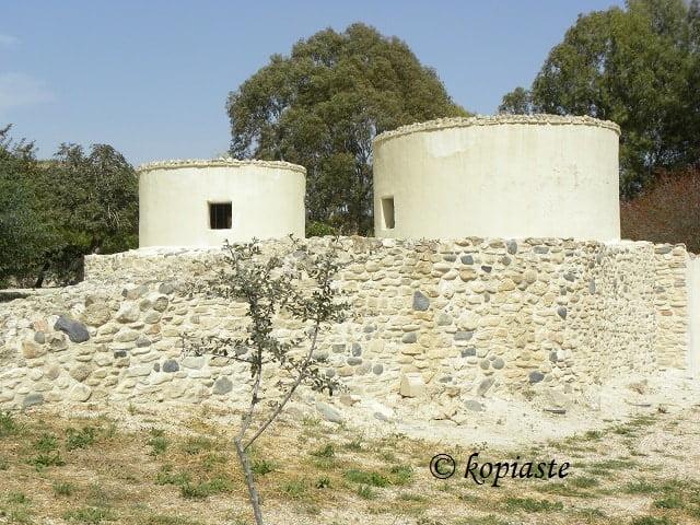 Choirokoitia reconstructed houses