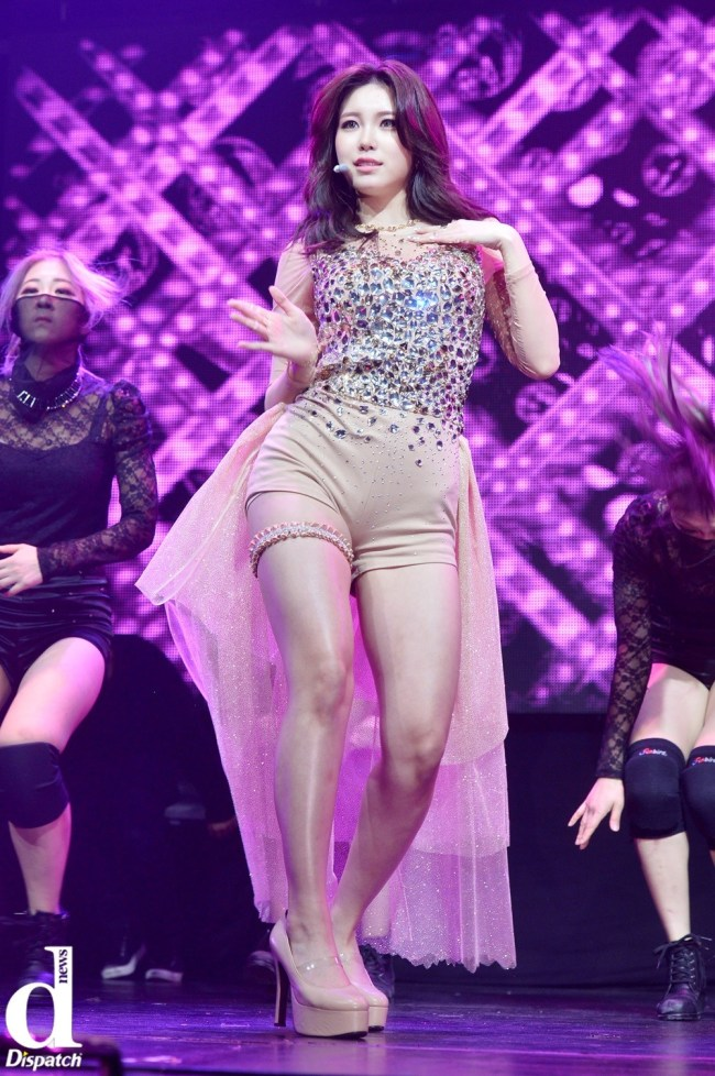 Image: SECRET Hyosung performing solo track Find Me / Dispatch