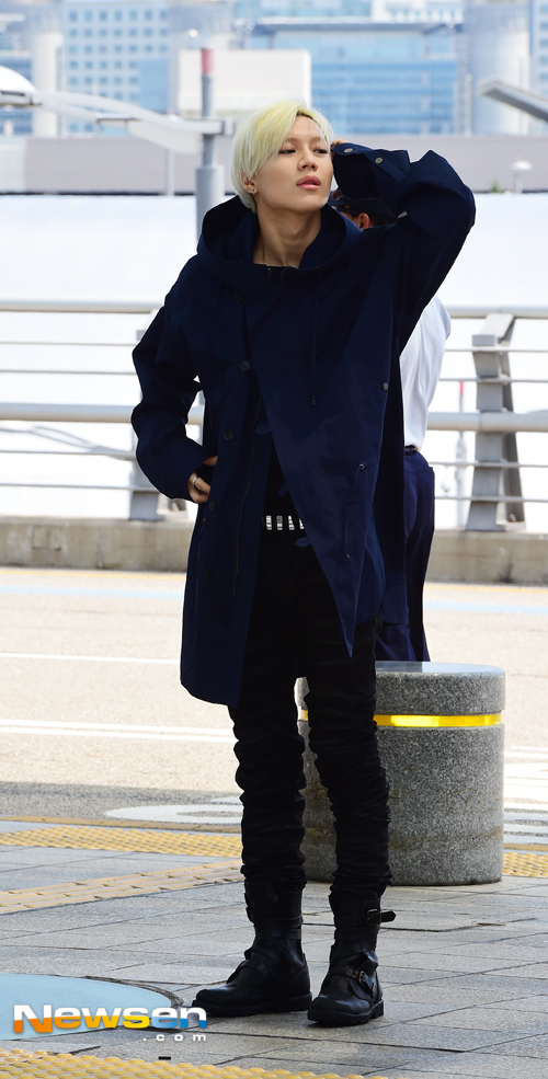 Image: Taemin taking a look hot in his S/S subsidized jacket as he heads to Milan / Newsen