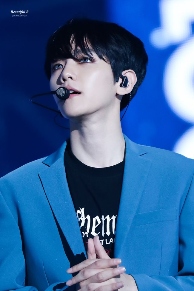 Image: Fan taken photo of EXO's Baekhyun with black hair
