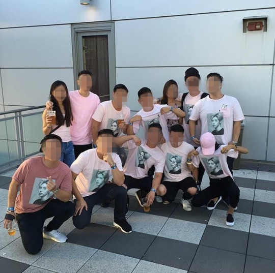 Image: GOT7 Mark's friend and circle of relatives wearing t-shirts made by his father