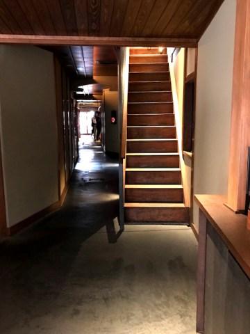 お座敷スタバ 2階への階段
