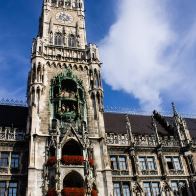 Tour Guides in Munich give Glockenspiels