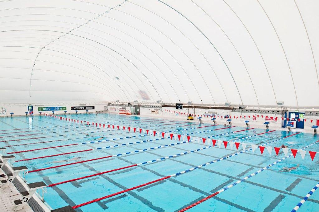Schwimmbecken, Bahnen