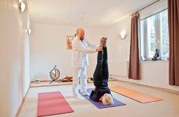 Michael Schmidt, Yoga, Matten, Frau, Kerze