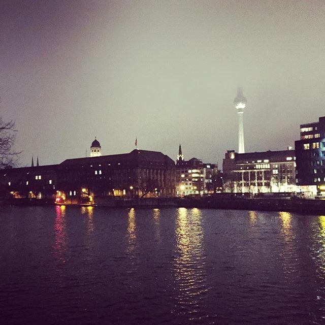 Berlin bei Nacht #berlin #spree