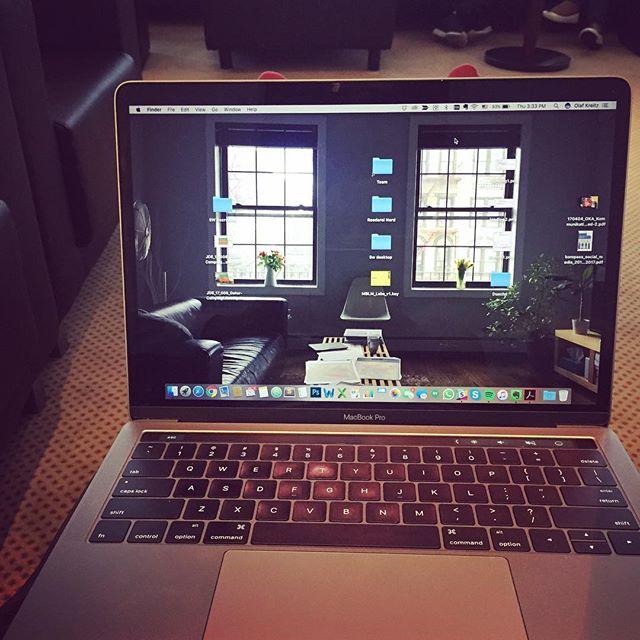 Working hard or hardly working #theformerofcourse #loungelife #fuenfwerken