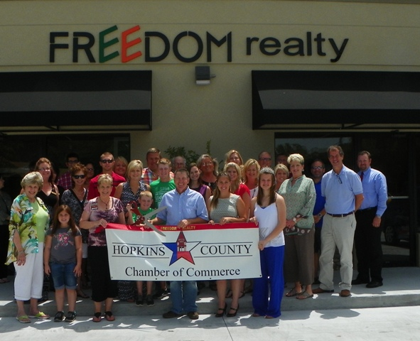 Freedom Realty Ribbon Cutting