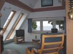Eine hohe Decke dank freiem Giebel zwischen Fachwerkbalken machen einen besonderen Reiz der Wohnung aus.