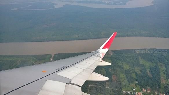 pemandangan dari atas kapal terbang