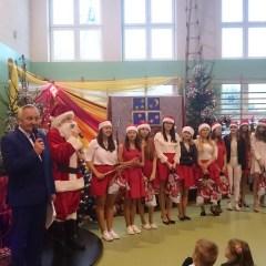 Betlejemskie Światło Pokoju oraz Mikołajki w Gminie Stoczek